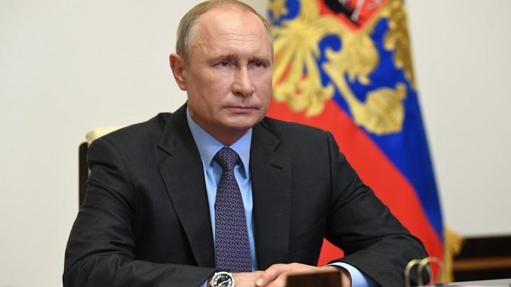 По брусчатке Красной площади мы ещё пройдём: Путин присоединился к Бессмертному полку