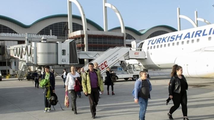 Вам уже как бы намекают: ЧП в аэропорту Одессы - Boеing плюхнулся на брюхо
