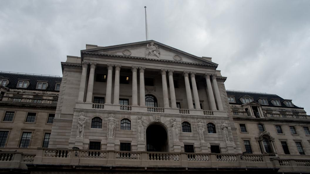 Английский Центробанк, несмотря на протесты, выпустит новые купюры с жирком