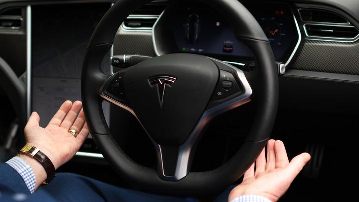Tesla пытается искупить «мусорный» рейтинг двумя моторами