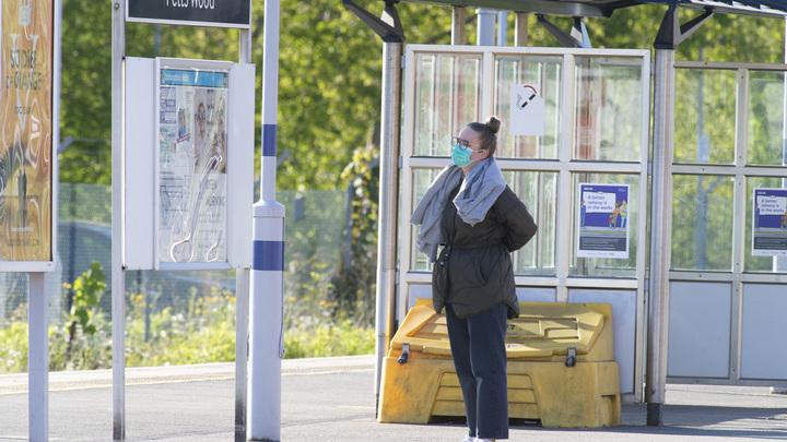 Работница вокзала скончалась после коронавирусного плевка