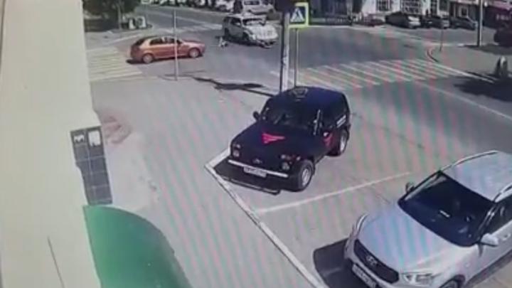 В Челябинской области водитель свадебной машины объяснил, почему сбил детей на пешеходном переходе