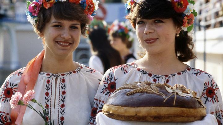 Украина горда, что ее жители оказались в настоящей Европе - в Польше