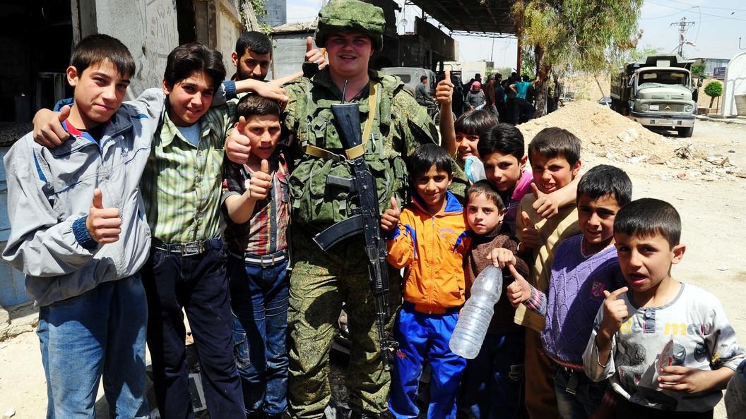 Военная милиция  Российской Федерации  охраняет работы повосстановлению сирийского города Тель-Биса
