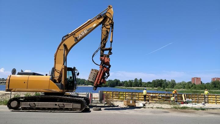 ВЕкатеринбурге закрыли набережную Нижнеисетского пруда, которую торжественно открыли год назад