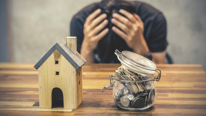 Кредитные вампиры: Нелегальные МФО законно «выбивают» долги из граждан