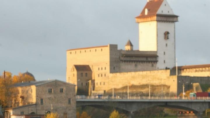 Крест и часовню - снести, святого - закатать в асфальт: В Ивангороде хотят уничтожить святыни