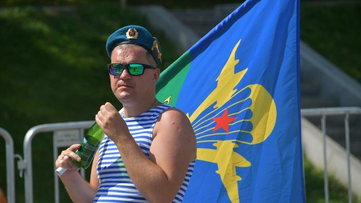Украина предала Войска дяди Васи - Порошенко раскритиковали за смену цвета берета десантника