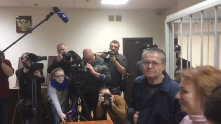 Адвокат: Улюкаев сможет выйти досрочно не раньше чем через 5 лет