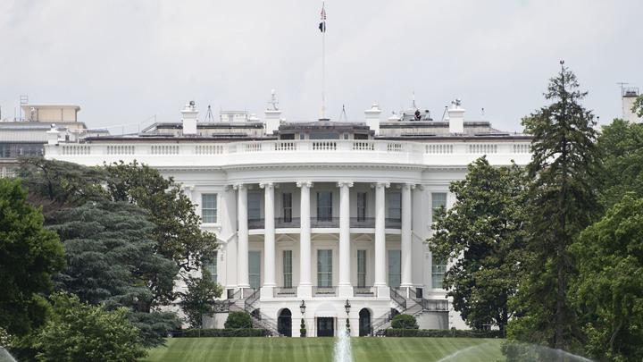 Американский бунт притормозил в сотне метров от Белого дома: Под угрозой уже сама власть США