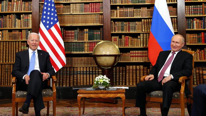 Засел в обороне: Байден спрятался от Путина на саммите