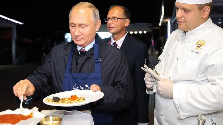 Путин признался, что любит селедку больше икры