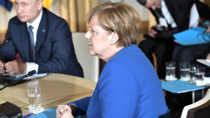 Сегодня ты победитель: Меркель одной фразой  оценила итоги саммита в Париже