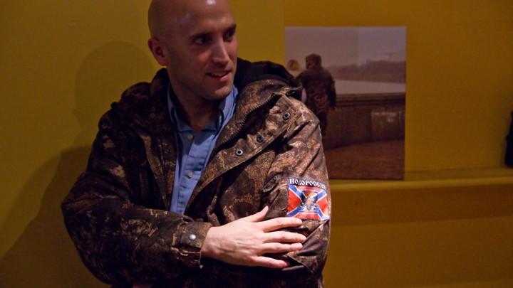«Debil, bezsovestny, pozor!» - Грэм Филлипс прогнал украинских наци с шабаша на могиле Бандеры - видео