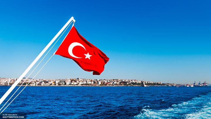 Полиция Турции усилила охрану российских кораблей при проходе через Босфор