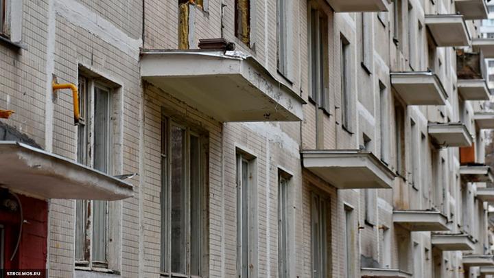 Время вышло: В Москве у административного здания рухнула крыша