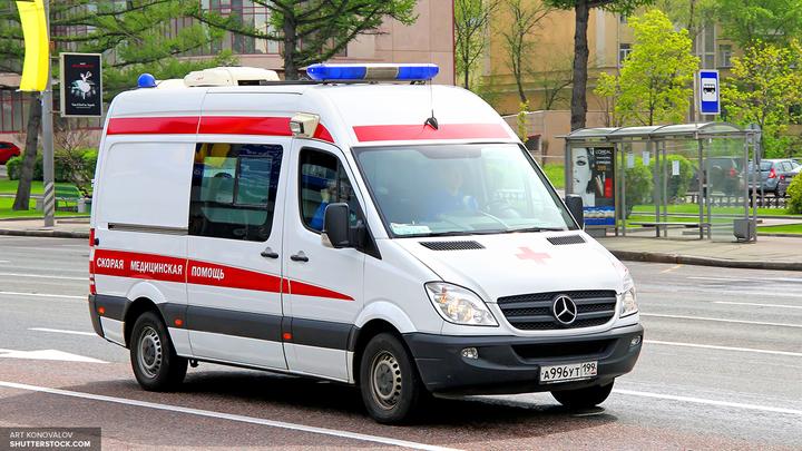 Ребенок в одеяле выпал на дорогу из багажника автомобиля в Сочи