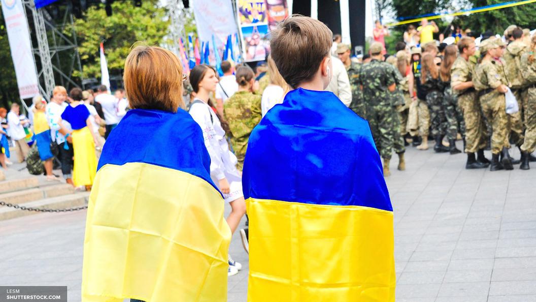 На Украине протух гигантский герб, сделанный из бутербродов с салом