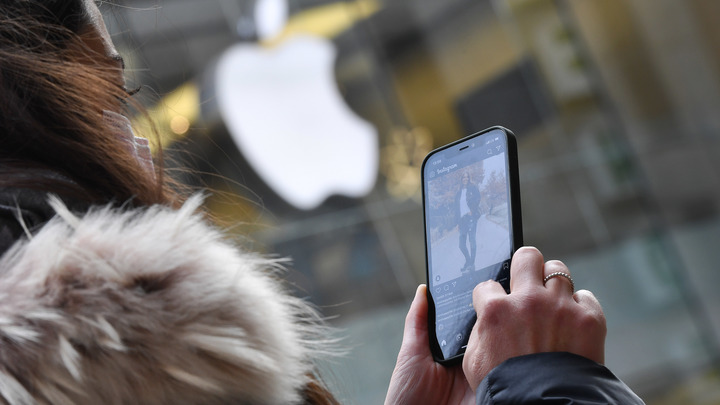 В ушах трещит: Apple признала проблемы с iPhone 12 и AirPods