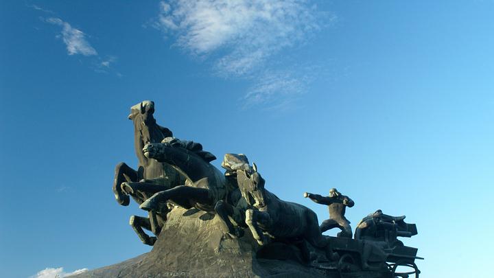 Бороться до последнего: Украинцы угрожают выйти на улицы из-за сноса памятника Легендарная тачанка