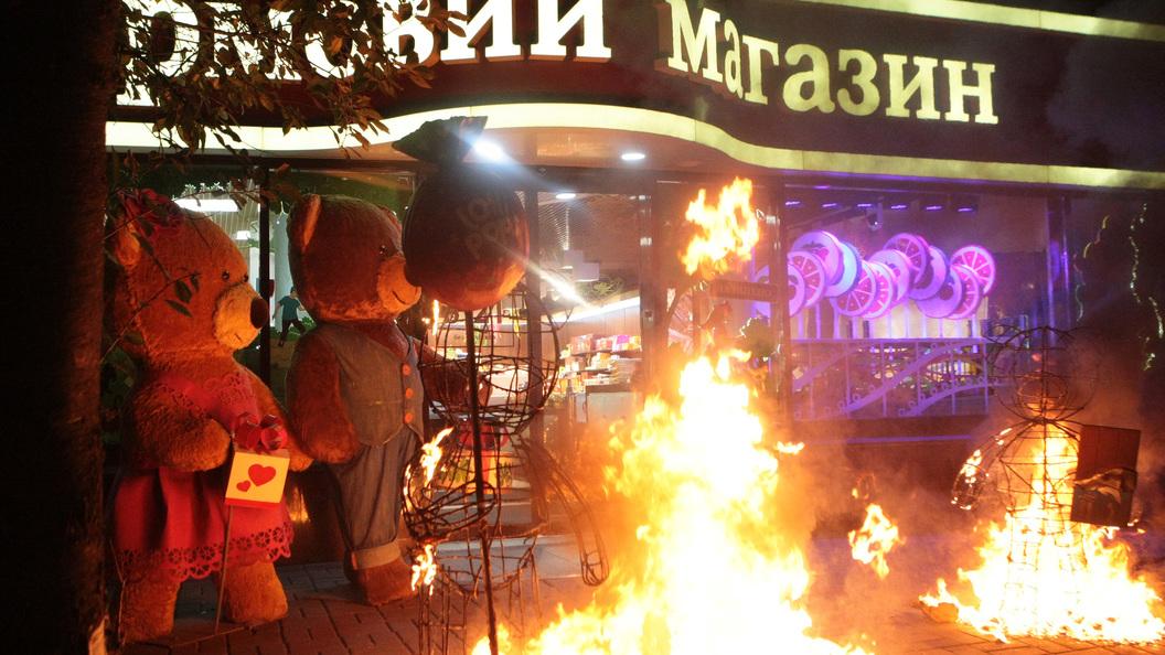 За офшоры Порошенко: В Винницеу магазинаRoshen устроили пожар