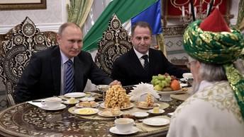 Американцы и русские сплотились, обсуждая татарский пирожок