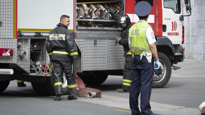 Здание отдела ФСБ в Москве охватил огонь: На месте работают спасатели