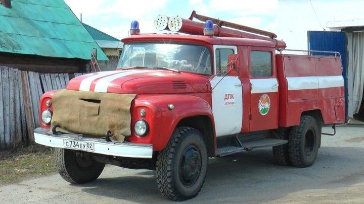 В Новосибирске сгорел американский автомобиль Chrysler Sebring