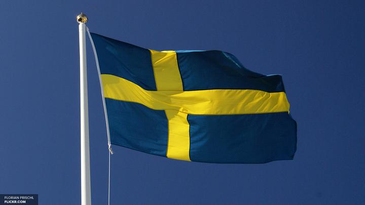 Водитель провалившегося под лед танка в Швеции скончался