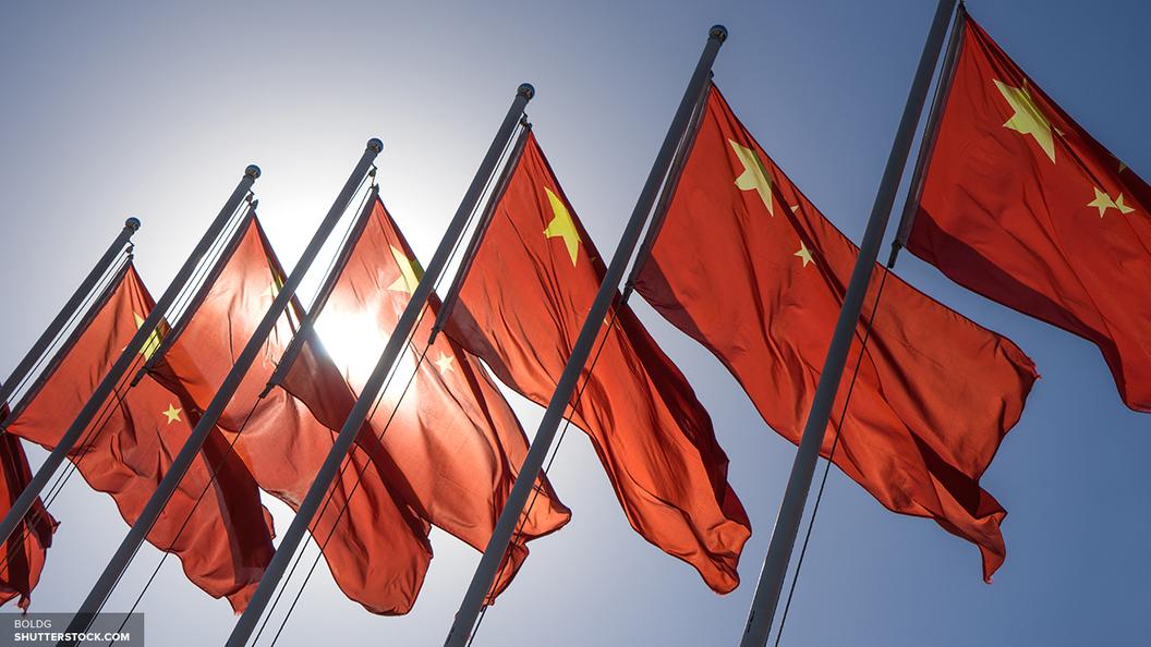 В Китае 100-метровый корабль врезался в мост Ляньси