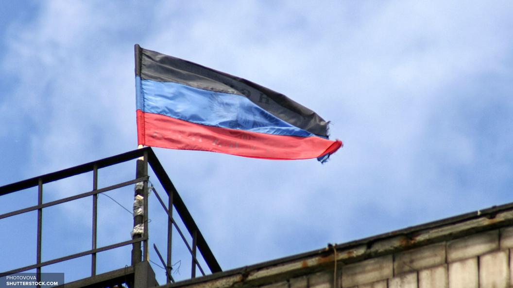Мы с тобой, Россия: Более тысячи человек в Донецке почтили память жертв теракта в Петербурге