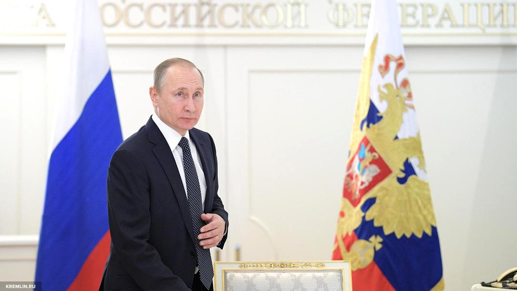 Путин поздравил женщин с 8 марта стихами Бальмонта