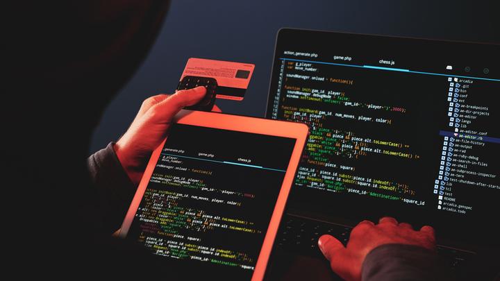 Сделка с совестью на миллиард: СМС-мошенники атакуют наши банковские карты