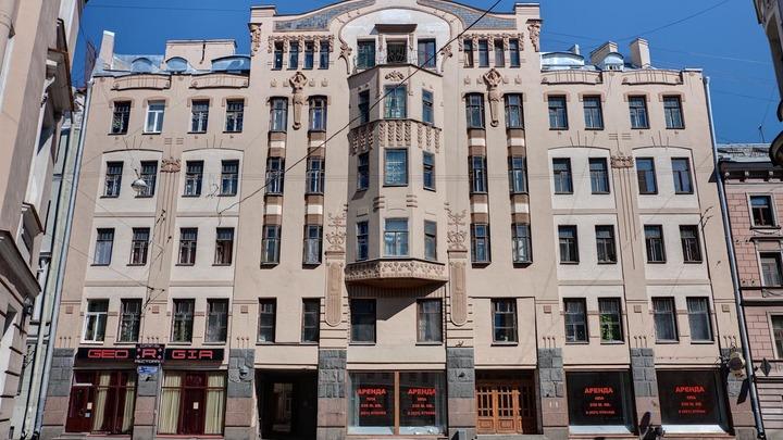 В Петербурге рассмотрят дело о пропаже с фасада горельефных женщин