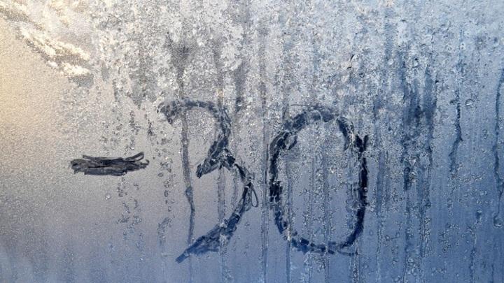 Дубак-челлендж: Жители Сибири разбрызгивают кипяток на морозе и соревнуются красивыми фото