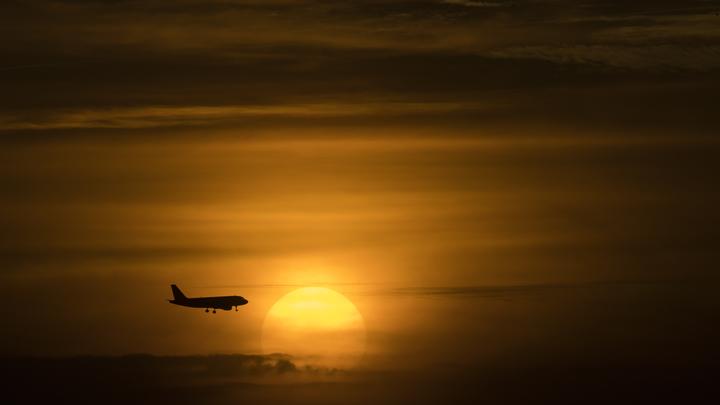В Якутске пассажирский лайнер совершил посадку с одним двигателем