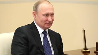 Путин выпил шампанского с иностранными министрами обороны