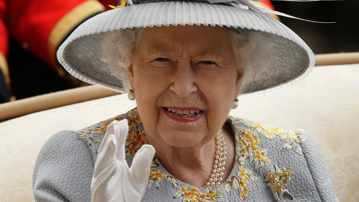 ЕлизаветаII разыграла туристов изсоедененных штатов, заявив, что невстречалась скоролевой