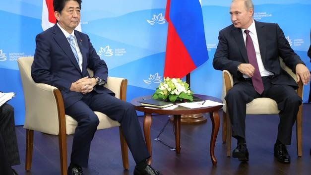 Мир, труд, Курилы: Абэ предложил России создать оплот мира