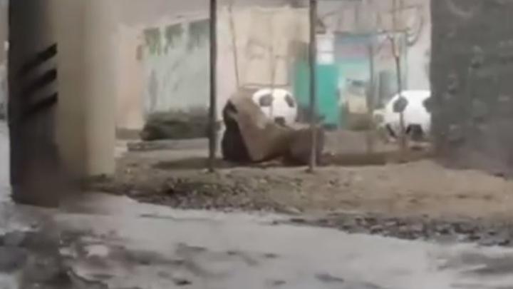 В Ростове из-за коммунальной аварии затопило пр. Сиверса: В районе автовокзала огромная пробка