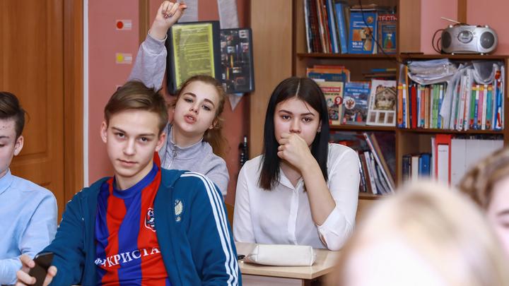 Измерение температуры и один кабинет на день: Школьников готовят к затяжному антиковидному режиму