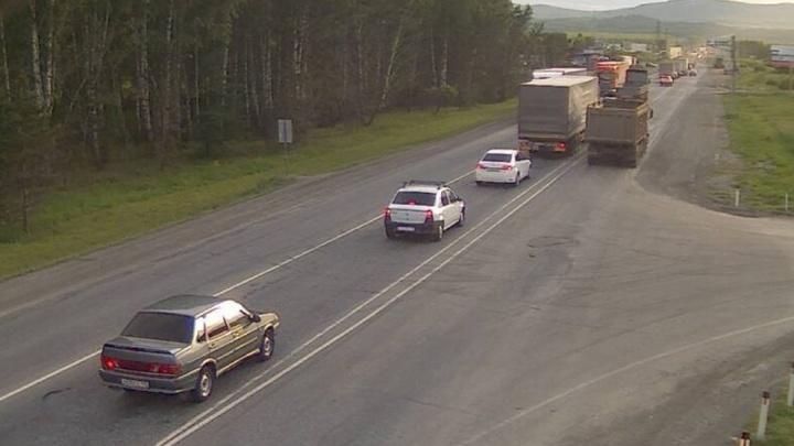 Между Уфой и Челябинском на трассе М-5 возникла автомобильная пробка длиной 14 километров