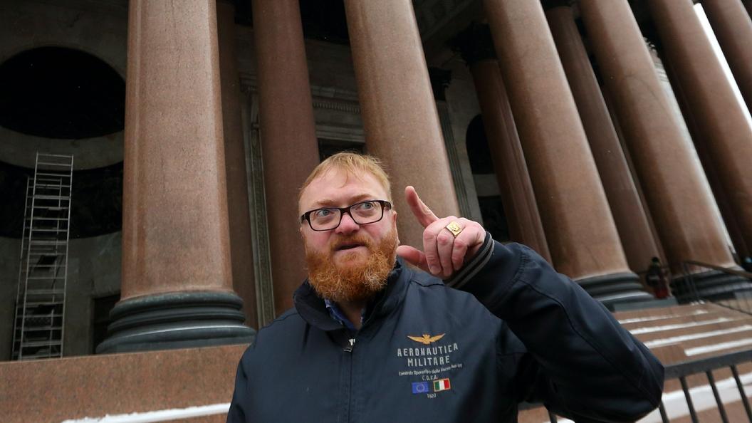 Милонов назвал несанкционированным митингом очередь в столицеРФ заiPhone X