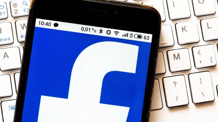 Оскорбляйте русских, хвалите геев: Кривое зеркало Facebook стало реальностью России