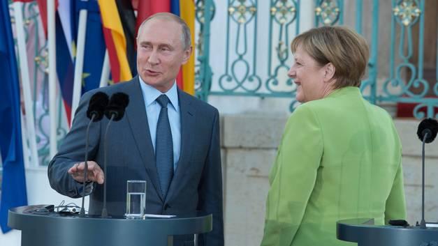 «Длительные и обстоятельные»: Песков рассказал журналистам о прошедших переговорах Путина и Меркель