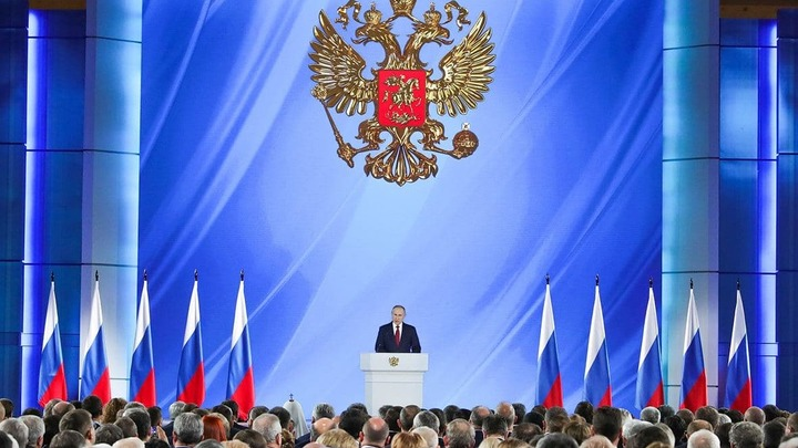 Владимир Путин поручил за три года завершить строительство трассы от Петербурга до Екатеринбурга