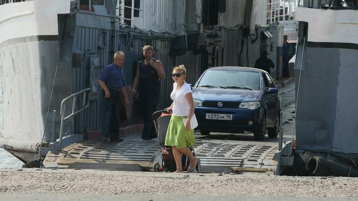В Крыму вновь заработала переправа, дважды прерванная из-за шторма