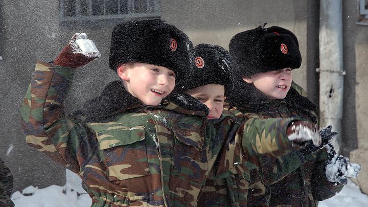 На 23 Февраля в Новосибирском зоопарке устраивают битву снежками и кормление орангутанов