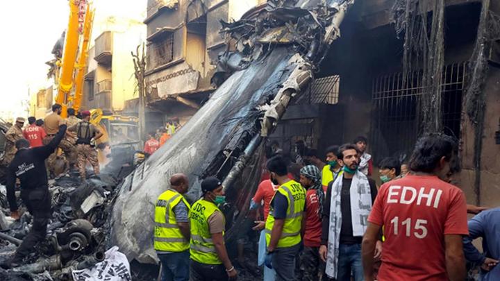 Я потерял оба двигателя: Из рухнувшего самолёта достали живых пассажиров