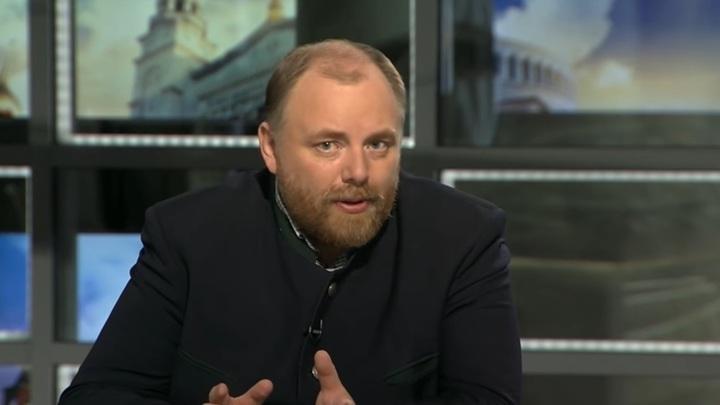 Холмогоров осудил коммунистов за попытку снять флаг Победы над Рейхстагом